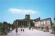 Pompeii-Herculaneum-Oplontis tour with TREDYTOURS: The Palace of Justice in Pompeii