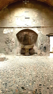 <b>The apodyterium in the public baths of Herculaneum ruins </b>